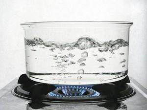 при какой температуре вода начинает кипеть