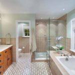 Дизайн ванной комнаты с душевой кабиной и ванной - преимущества и недостатки планировки